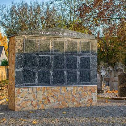 A temetői urnafal felszentelése